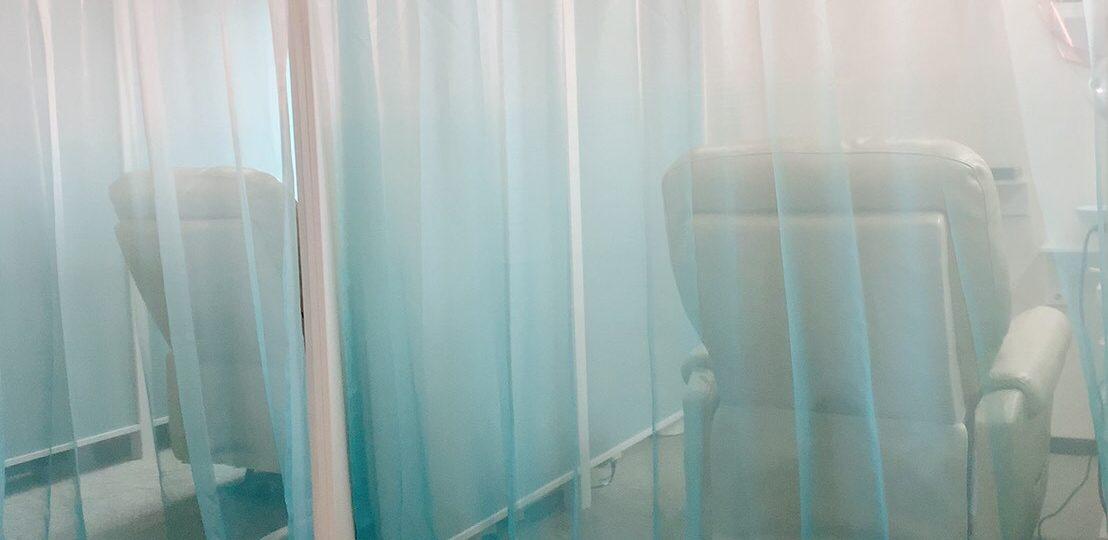 カーテンで半個室を演出